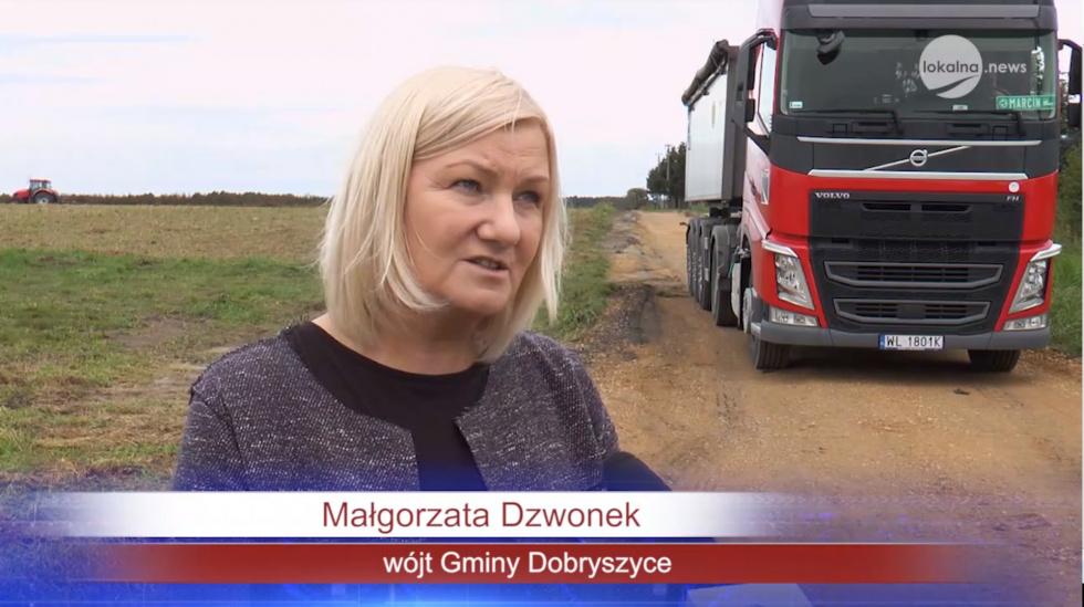 Ławeczka fotowoltaiczna, letnie kino, gry planszowe a to wszystko na świeżym powietrzu w Gminie Dobryszyce (powiat radomszczański)