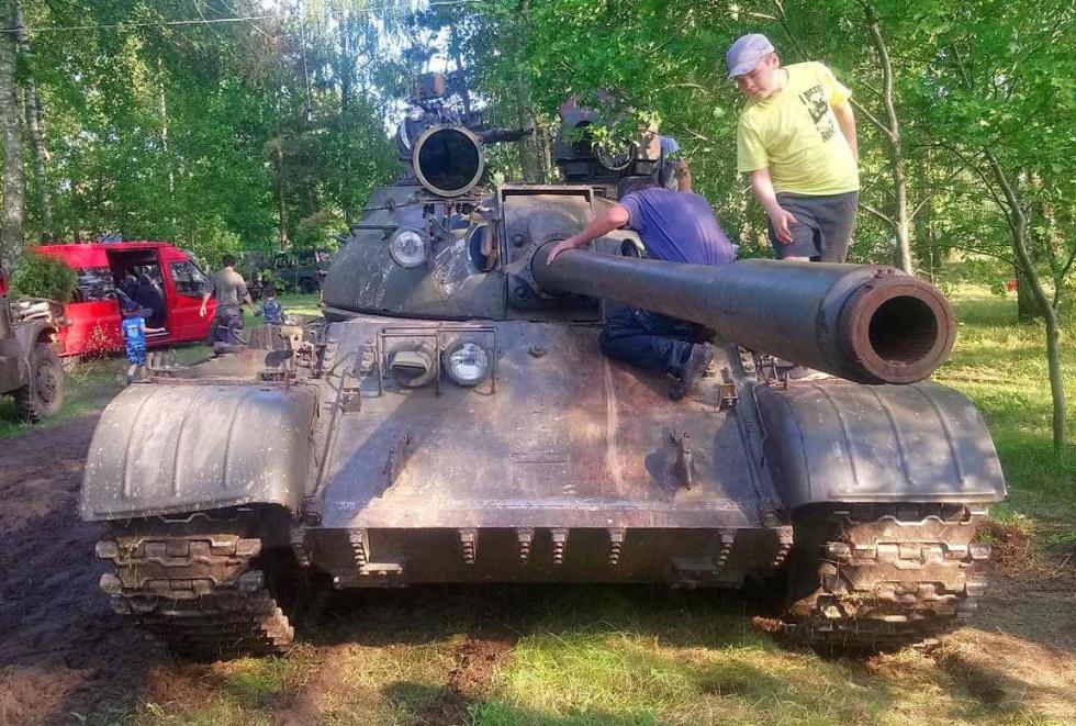 Miłośnicy pojazdów militarnych zawitali do Pożdżenic