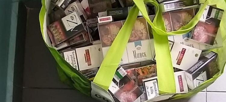 Nielegalny towar na miejskim targowisku w Bełchatowie. Do akcji wkroczyła policja