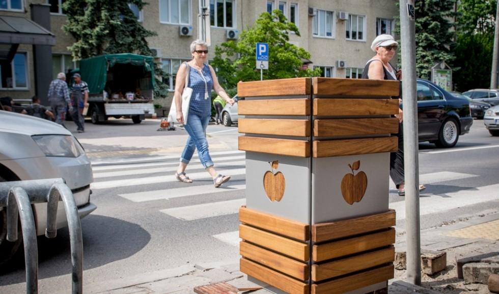 Nowe ławki, kosze i stojaki w Bełchatowie