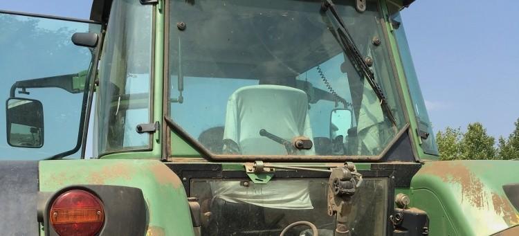 Pijani, traktorem wybrali się do sklepu
