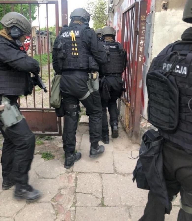 Policjanci aresztowali niebezpiecznego przestępcę - obejrzyj akcję policji