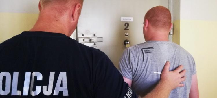 Pracownicy okradli paczkę w firmie kurierskiej