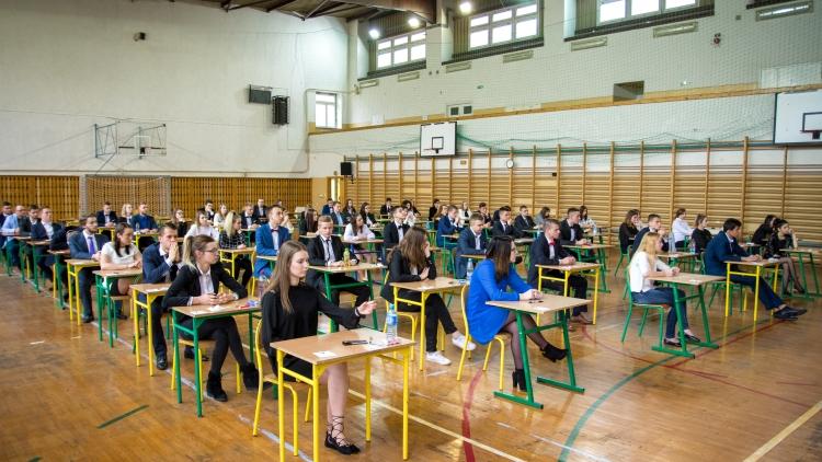 Próbne matury i egzaminy ósmoklasisty prowadzone przez internet? CKE informuje