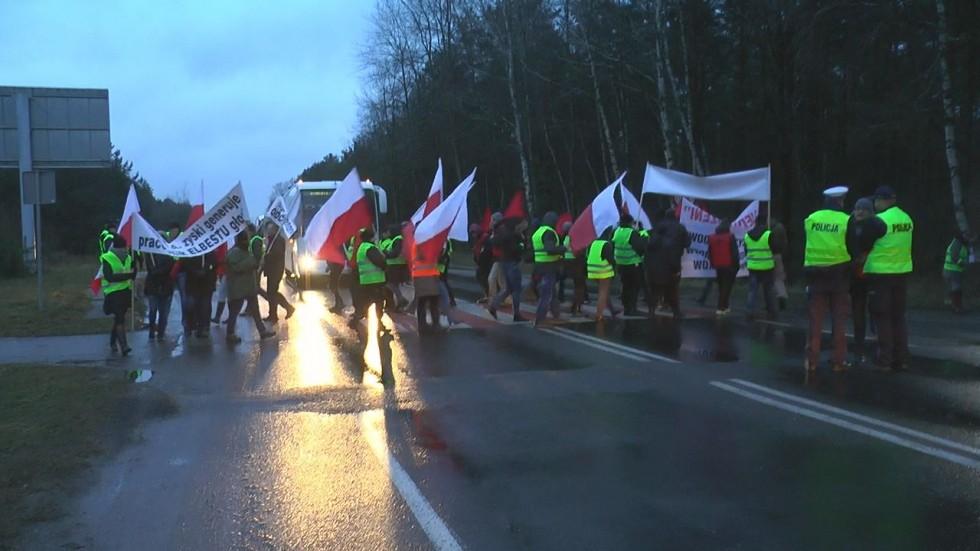 Zablokowane drogi. Pracownicy spółki Elbest protestują!