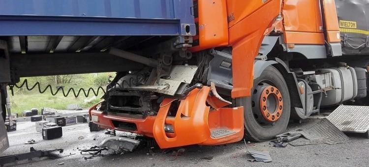 Zderzenie 3 ciężarówek